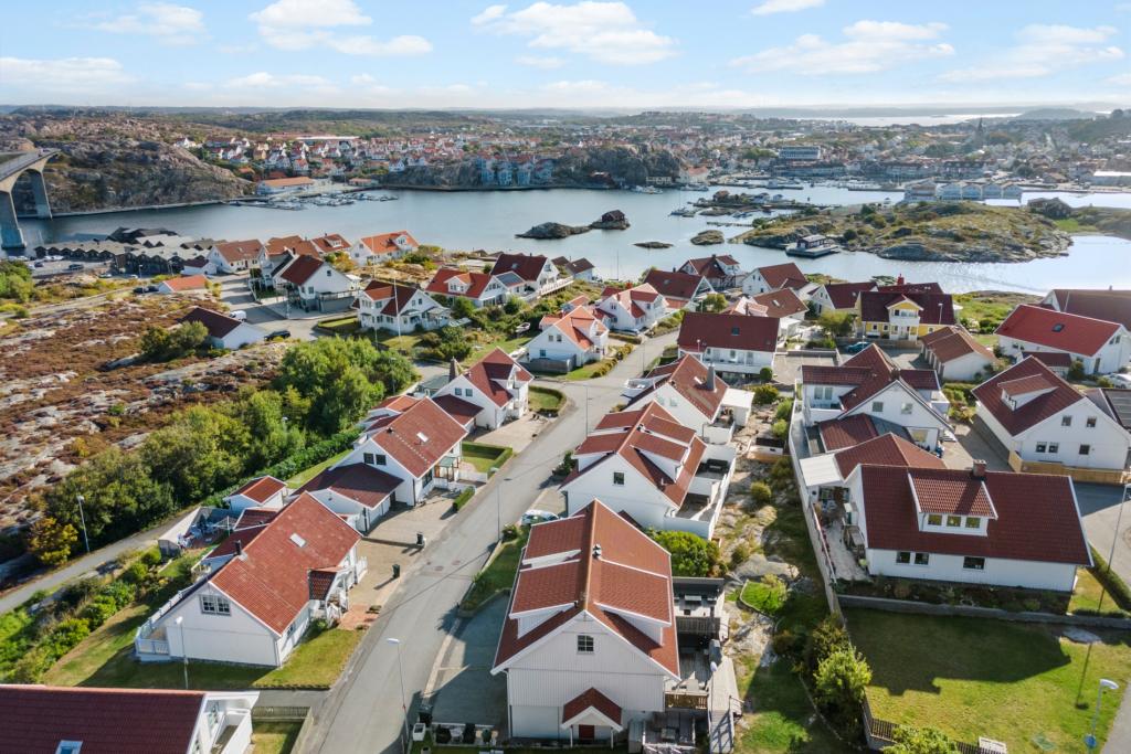 Bostadsrätt i lugnt & trivsamt område nära hav, busskommunikationer och livsmedelsbutik